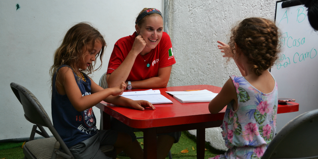 Make the most of christmas day volunteer opportunities and teach children in Mexico